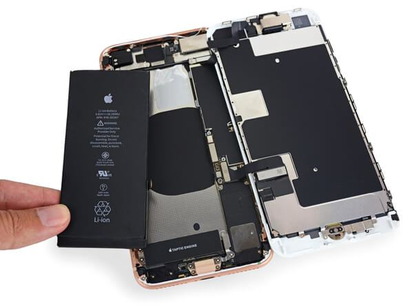 iphone-8-vymena-baterie-mobil-servis-olomouc