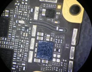 iphone-oxidace-pad-do-vody-utopeny-telefon-oprava-servis