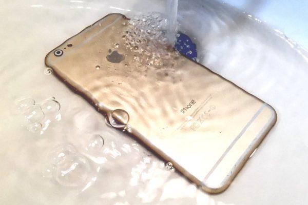 iphone-servis-olomouc-stupkova-opravalcd-oxidace-v-telefonu-utopeny-telefon-telefon-spadl-do-vody-utopeny-mobil-co-delat