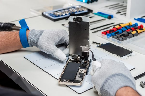 iphone-servis-olomouc-vymena-displeje-oprava-praskleho-skla-vymena-baterie-oprava-nabijeni-oprava-zakladove-desky
