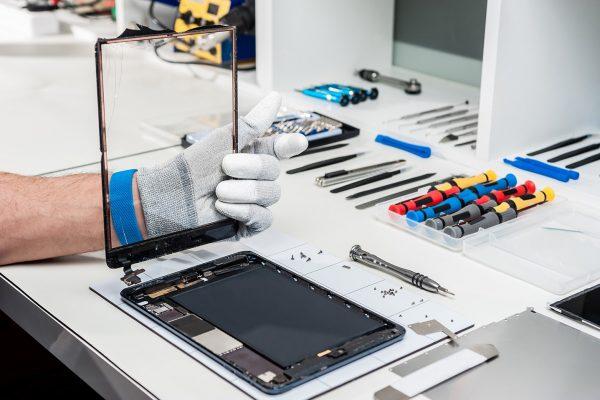 ipad-tablet-servis-oprava-praskleho-skla-dotyku-dotykove-plochy-vymena-displeje-vymena-baterie-oprava-nabijeni