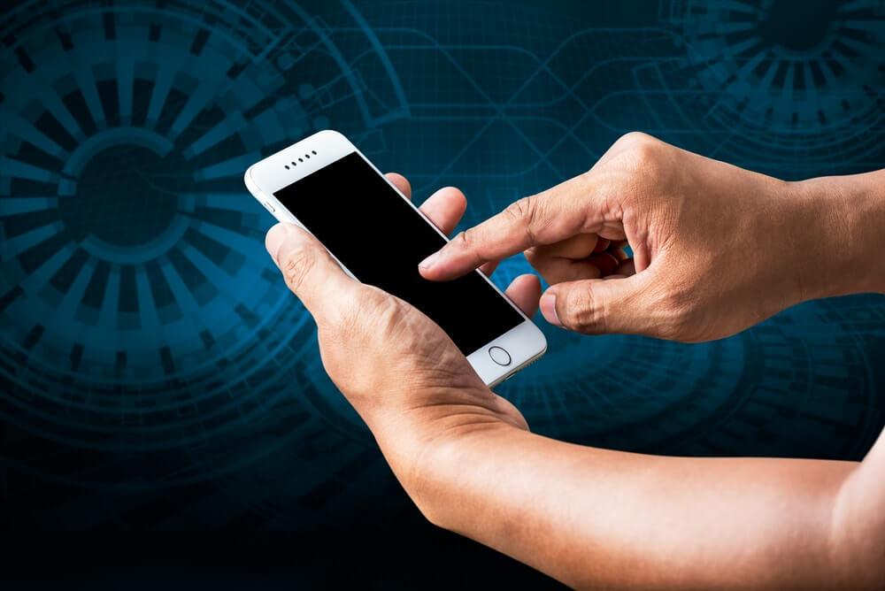 iphone-samsung-xiaomi-huawei-diagnostika-mobil-servis-olomouc-oprava-displeje-vymena-baterie-praskle-sklo-rozbity-displej