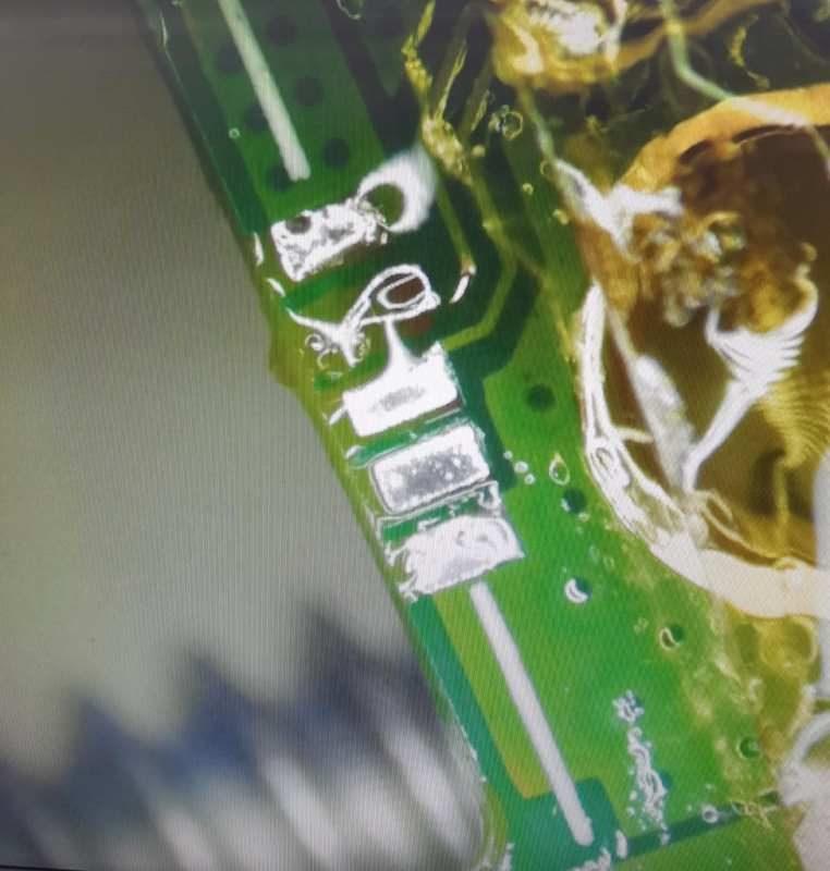 2-oprava-nabijeni-telefonu-mobil-servis