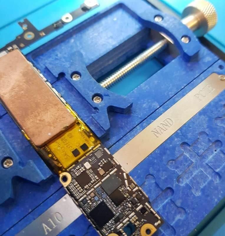 iPhone-servis-olomouc-oprava-zakladove-desky-Mobil-SERVIS-opravaLCD-stary-a-novy-tristar-napajeni-skutecna-velikost-7